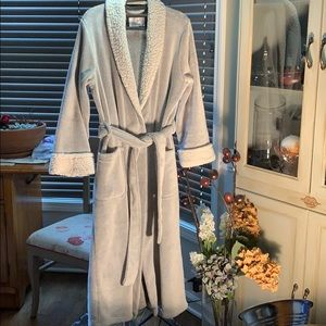 NWOT Soft, Comfy Bathrobe Size S Grey/Lambs Cotton